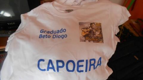 Escola de Capoeira veste Tio Óscar